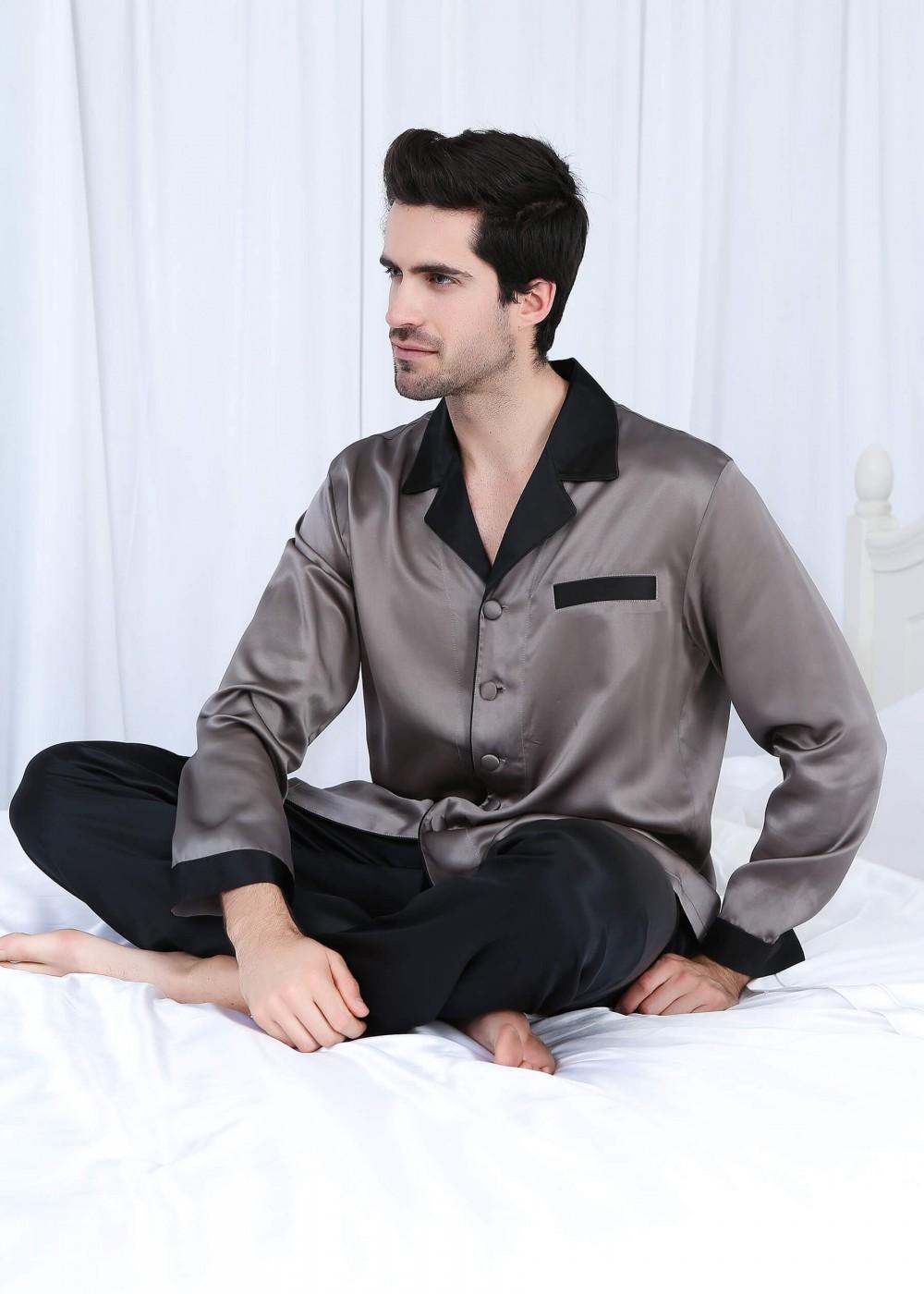 Pyjama en soie pour homme