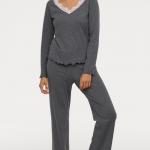Pyjama pilou definition