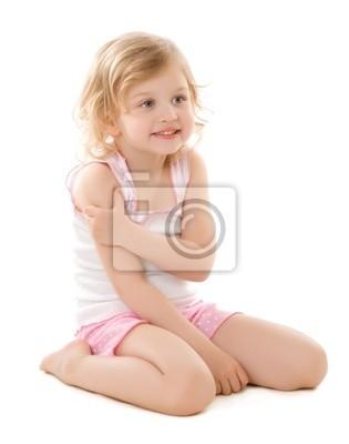 Petite fille en pyjama