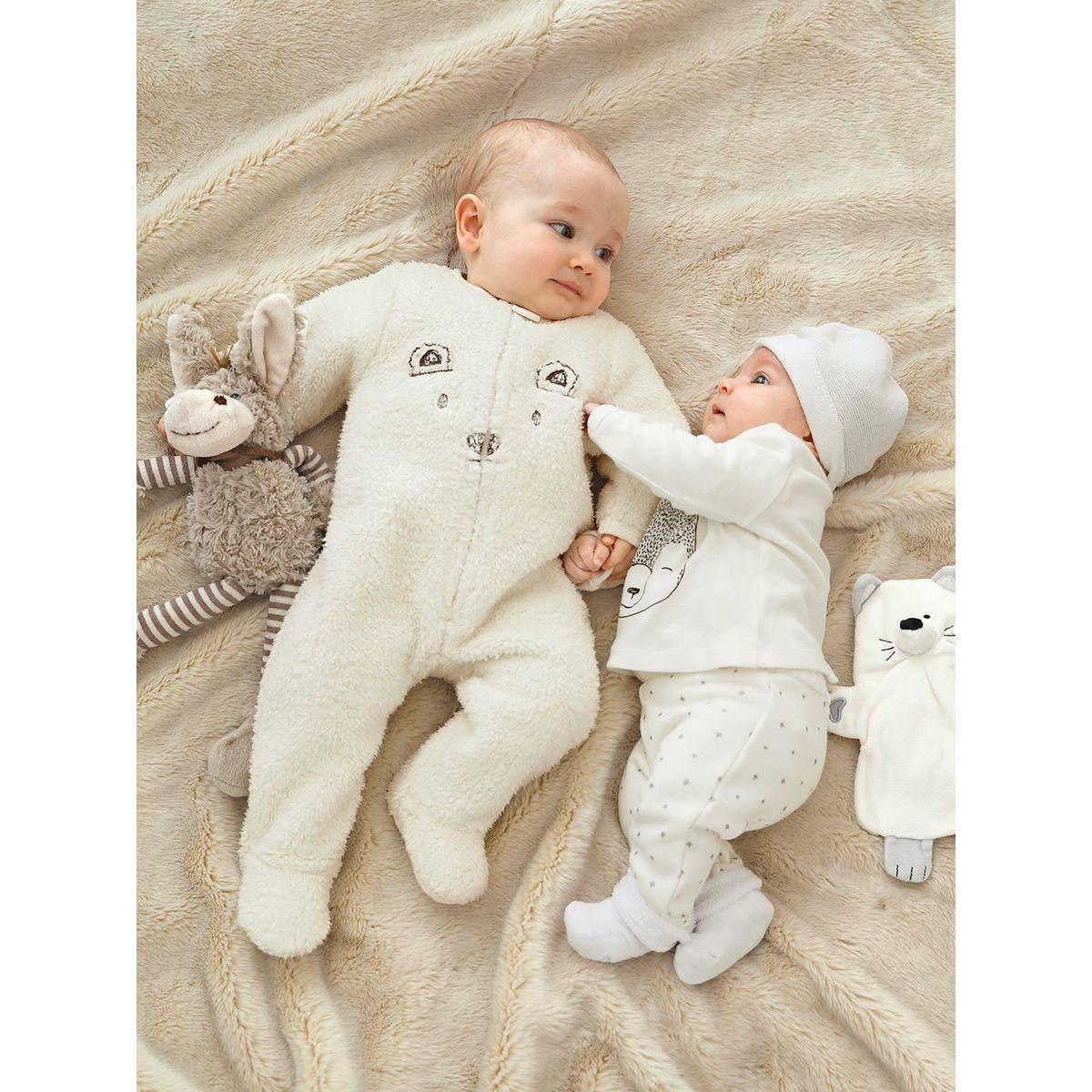 Bebe en pyjama jusqu'à quel age